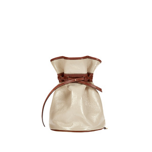 [콰니] Celeb Patent Bucket Bag_Beige